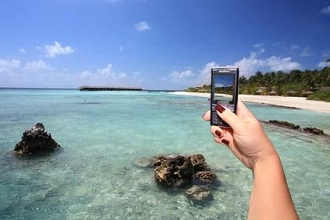 Tips For Using Your Mobile Phone Abroad - feature photo