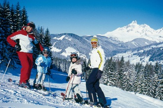 Tips for planning a family skiing holiday - feature photo